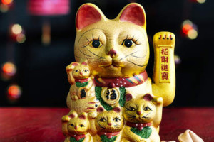 Chinese waving cat