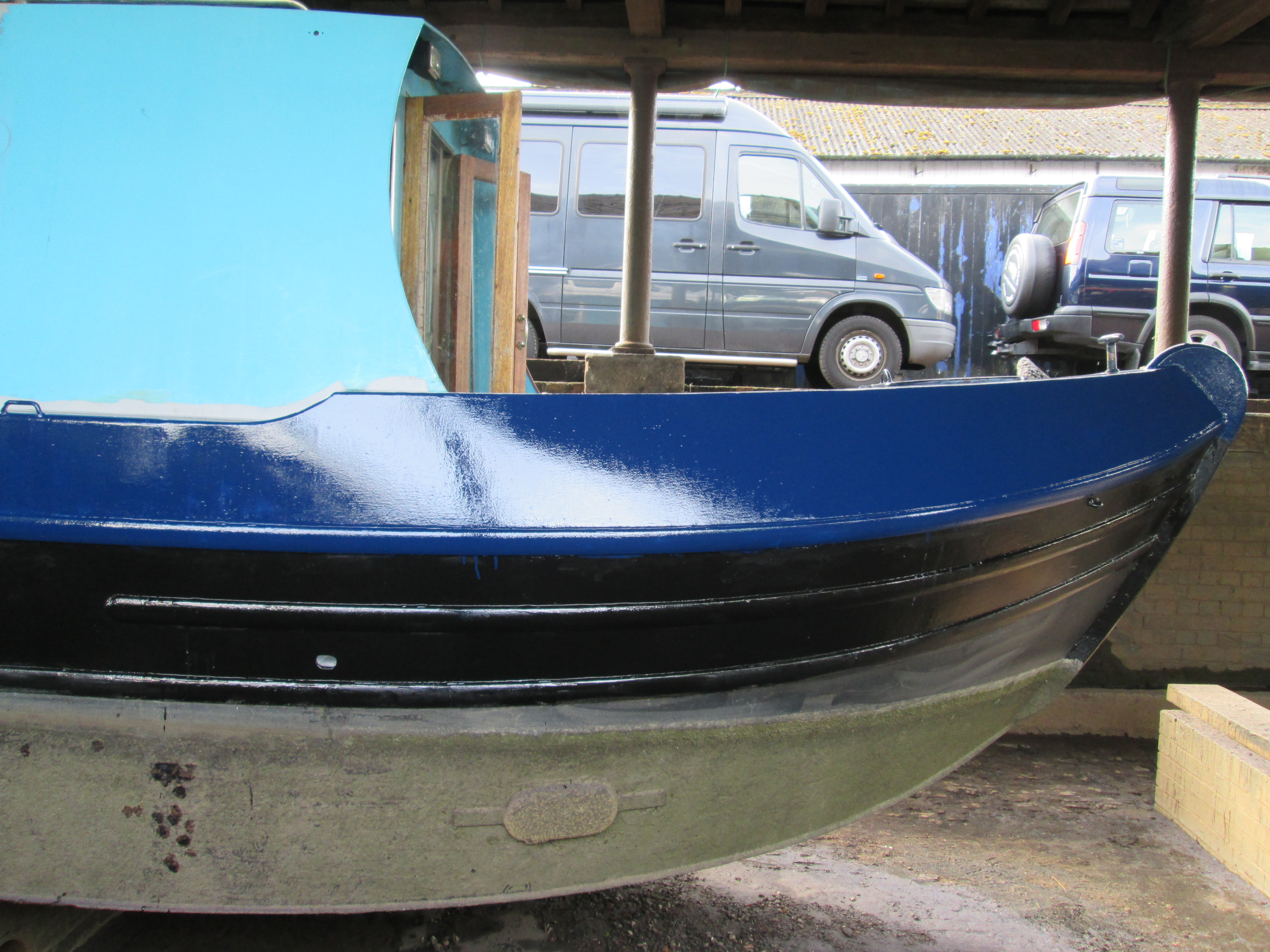 Boat painting - Day 5 - Topcoating the hull
