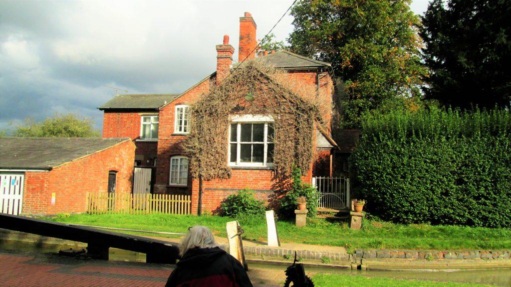 Hillmorton lock house
