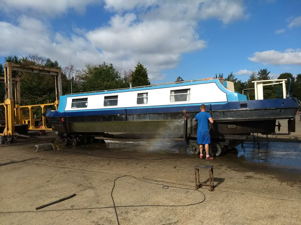 Hull Blacking at Calcutt Boats